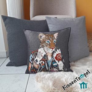 Stylisches Kissen >Crazy Leo< 45x45cm mit Leopard, auffälliges ausgefallenes besonderes DekoKissen. Tierdruck, Animal Print, Jacquard