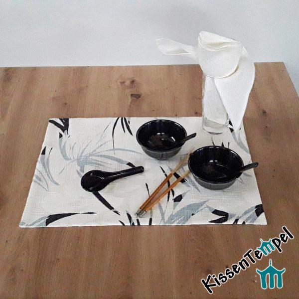 Tischset >White Bamboo< 33 x 45 cm, Platzset * doppellagig, weiß. ecru, rauchblau. Motiv: zarte Bambuszweige, Asia-Style