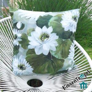 Kissen Dekokissen gemalte Seerosen Wasserlilien Teichlilien weiss grün grau