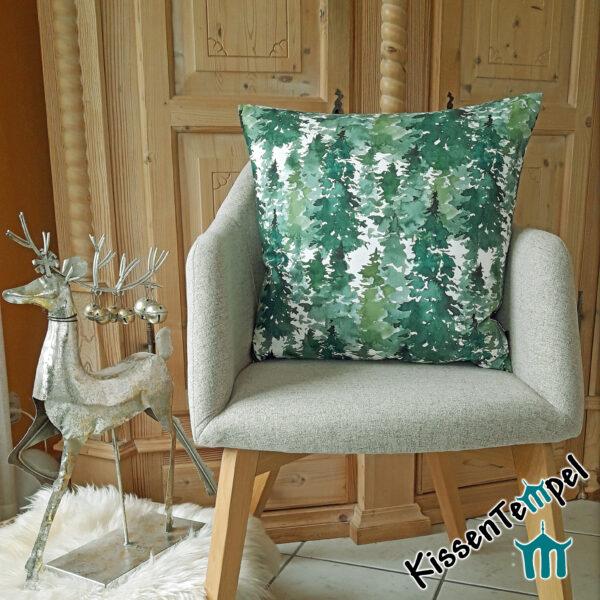 """DekoKissen """"Canada"""" gemalte Tannenbäume, Tannenwald in mint, grün, dunkelgrün für Winter und Weihnachten"""